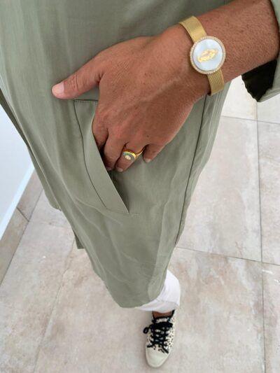 Pulsera virgen Pulsera de latón con baño de oro con virgen labrada de nácar en la parte central. Ajustable.Trepille