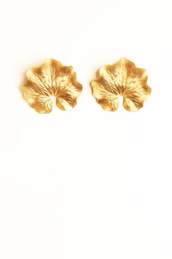 Pendiente trepille flor dorada en dorado y laton bañado en oro