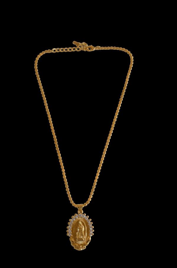 Medalla de virgen de plata, bañada en oro, con circonitas labradas en el contorno. Puedes elegir entre cadena lisa, labrada o serpiente.
