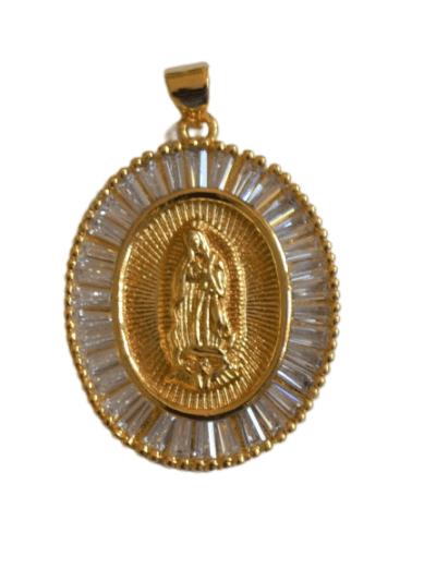 Colgante virgen cristal blanco La medalla de virgen de forma circular de plata, bañada en oro, con circonitas labradas en el contorno. Trepille.
