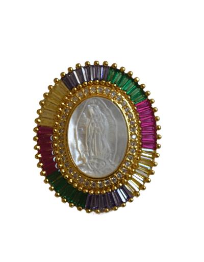 Colgante virgen piedras. Puedes elegir entre cadena lisa, labrada o serpiente. La medalla circular es de plata con baño de oro y cristales de colores con virgen de nácar en la parte central labrada.