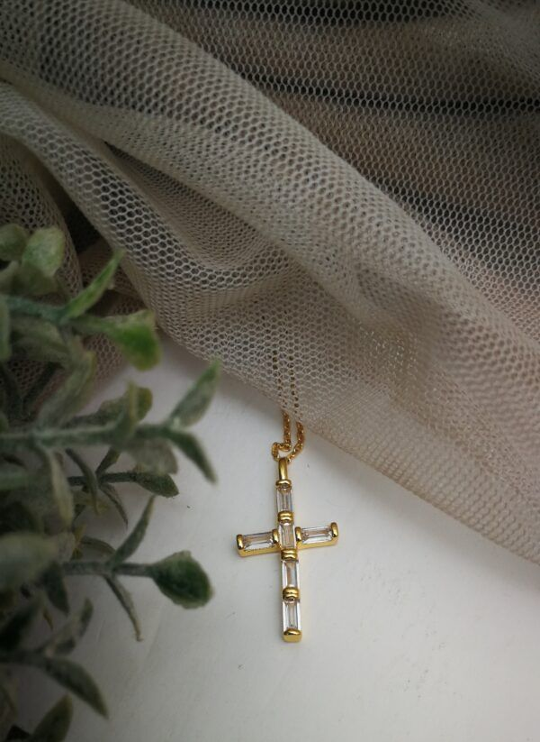 Collar Cruz oro cristal
