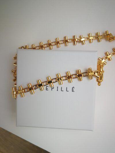 Collar artesanal de cruces con cadena de plata, bañada en oro de 3 micras.