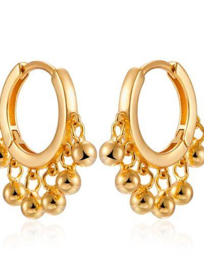 Pendientes en forma de aro con bolas de oro colgantes. Realizados en plata de ley de 925 y baño de oro de 18 quilates. Trepille.