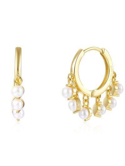 Pendientes en forma de aro con perlas colgantes. Realizados en plata de ley de 925 y baño de oro de 18 quilates.. Trepille